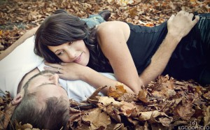 couple_in_leaves