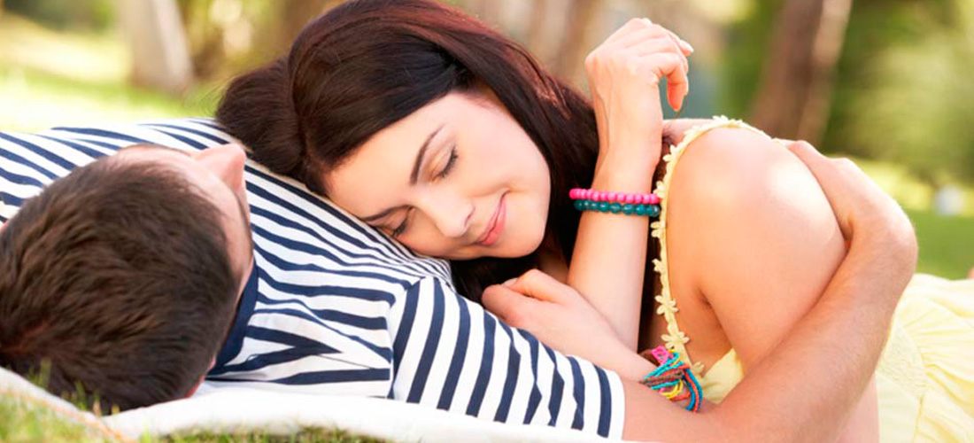 couple_cuddling_outside